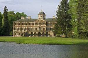 Schloss Favorite Außenansicht vom See